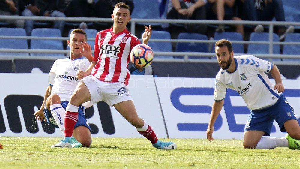 Jorge Sáenz, Carlos Ruiz y Germán Sánchez, tres centrales para dos puestos