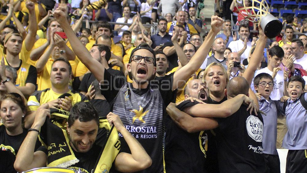 La afición aurinegra celebra el pase a la final de la champions league