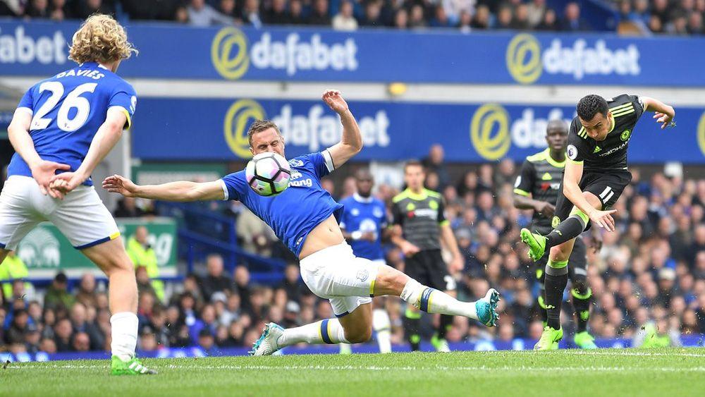 El golazo de Pedro que acerca al Chelsea al título de liga
