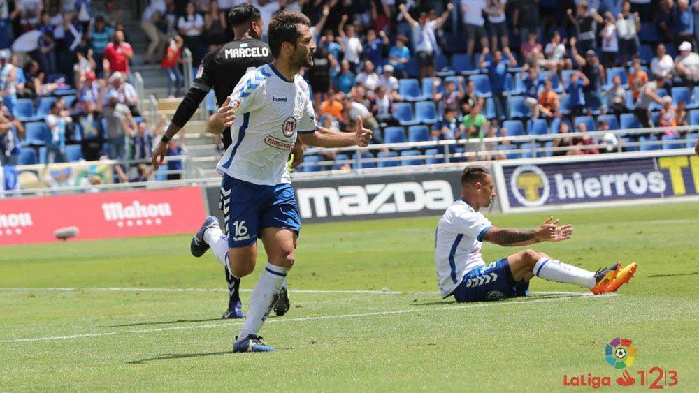 Los goles del CD Tenerife y las paradas de Dani Hernández para ganar al CD Lugo