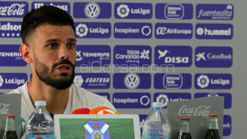"""Tayron: """"Estoy encantado con mi rol en el CD Tenerife"""""""