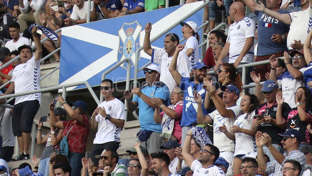 La afición del CD Tenerife volvió a celebrar un 4-0 casi cinco años después