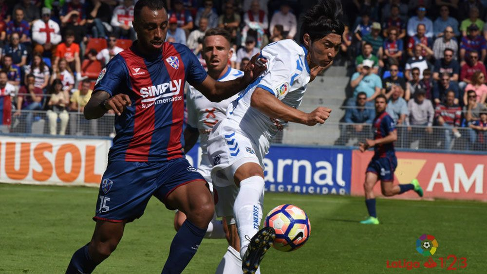 Al CD Tenerife se le escapan dos puntos de oro en Huesca