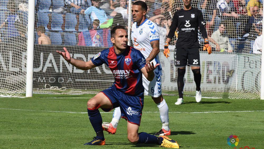 Vitolo, el mejor del CD Tenerife en Huesca