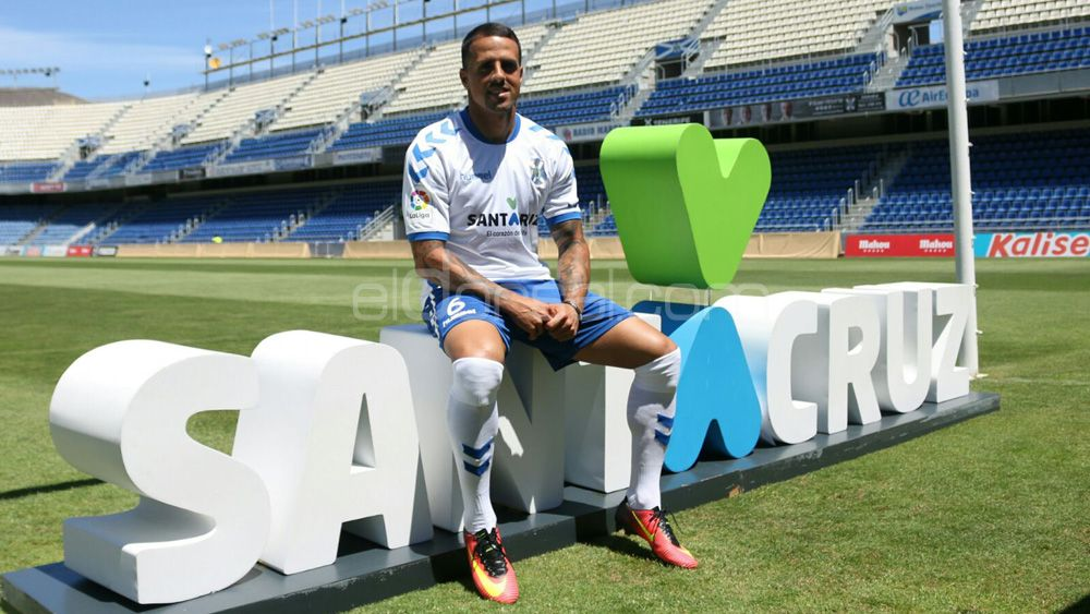 Vitolo celebra 16 años de su debut con el CD Tenerife