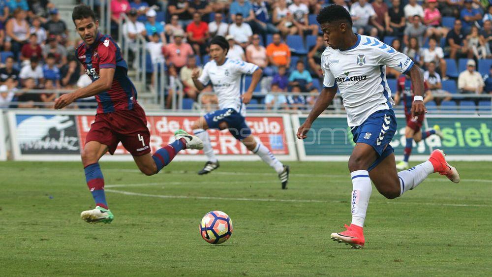 El CD Tenerife se topa con el muro del Levante y se deja otros dos puntos vitales