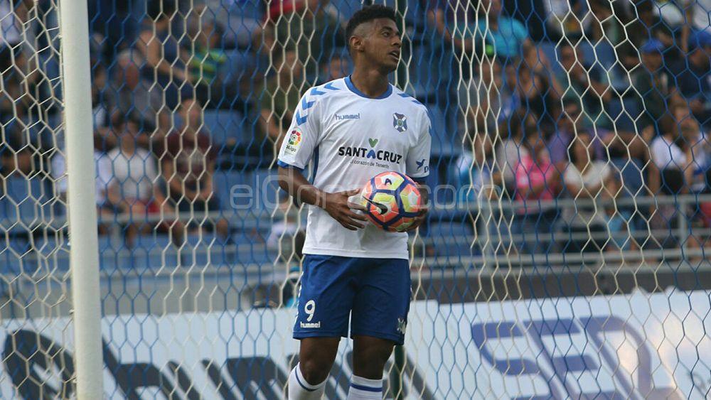 Las ocasiones del CD Tenerife y el penalti no pitado al Choco Lozano