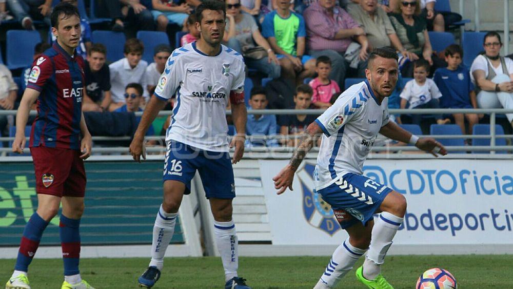 Sabor agridulce en los jugadores del CD Tenerife tras el empate ante el Levante