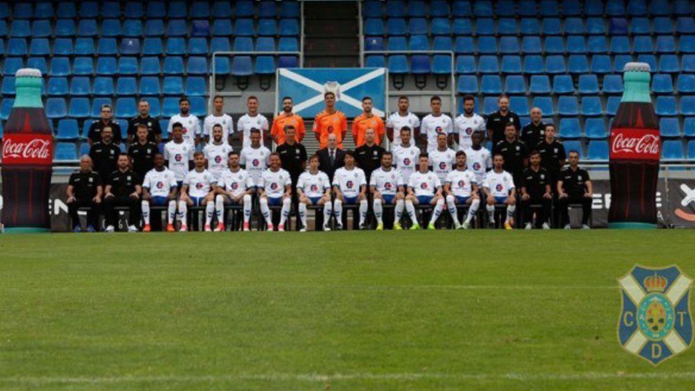 La plantilla del CD Tenerife se hace la foto oficial del curso 16-17
