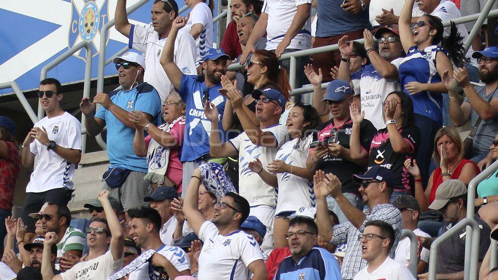 El gran detalle del CD Tenerife con un seguidor blanquiazul