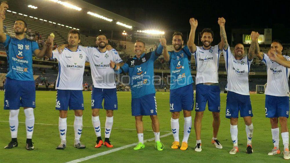 Máxima felicidad en el vestuario del CD Tenerife tras meterse en la final del Playoff