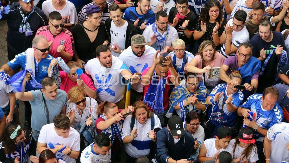 Las aficiones de CD Tenerife y Cádiz, las grandes protagonistas