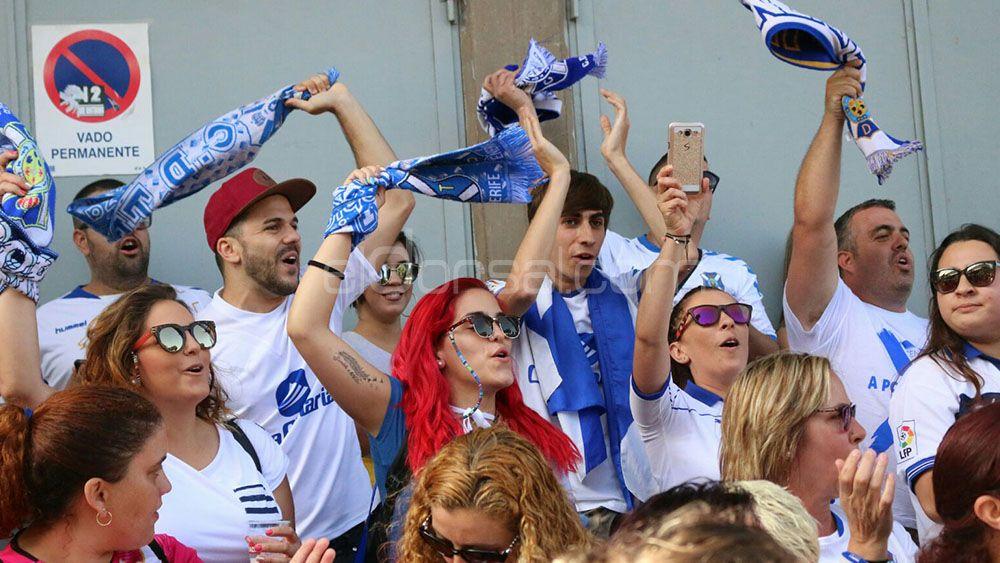 La afición del CD Tenerife vuelve a alentar a sus futbolistas