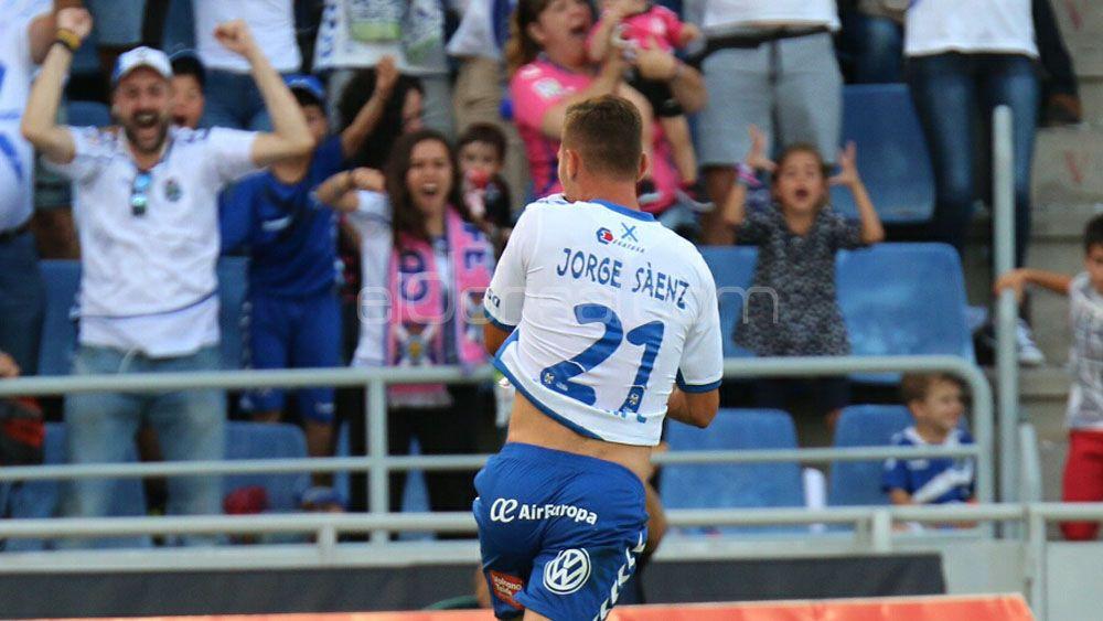 Un valeroso Tenerife golpea primero ante el Getafe y acaricia la Primera División
