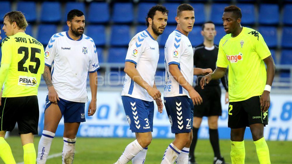 El CD Tenerife también deberá reforzar el eje de la zaga