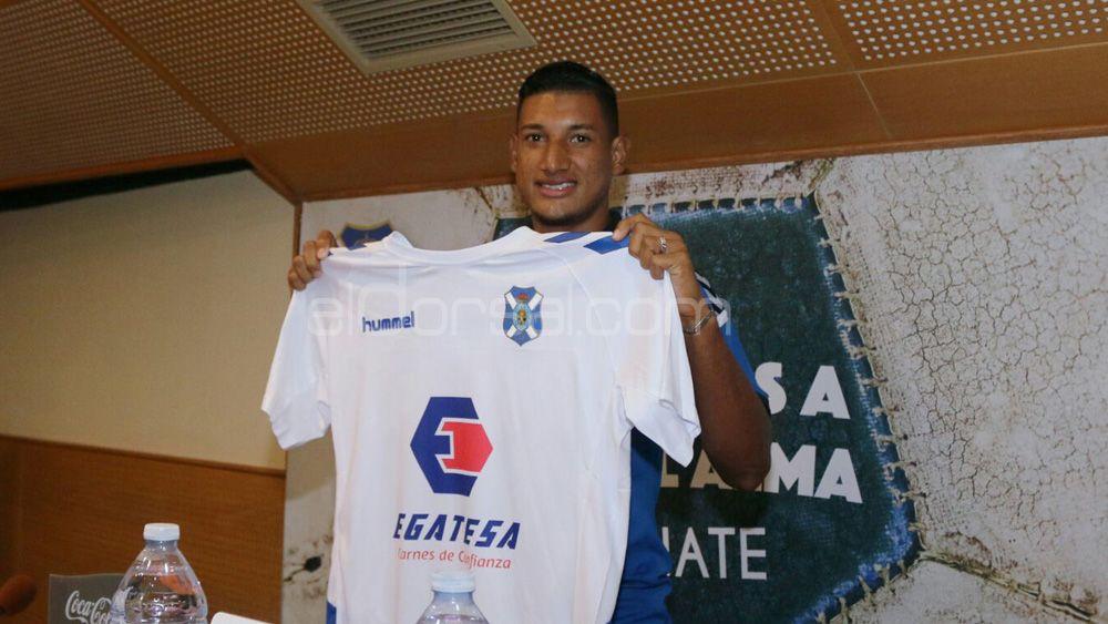 """Bryan Acosta: """"Vengo al CD Tenerife a ganarme un puesto de titular, y a lograr un ascenso"""""""