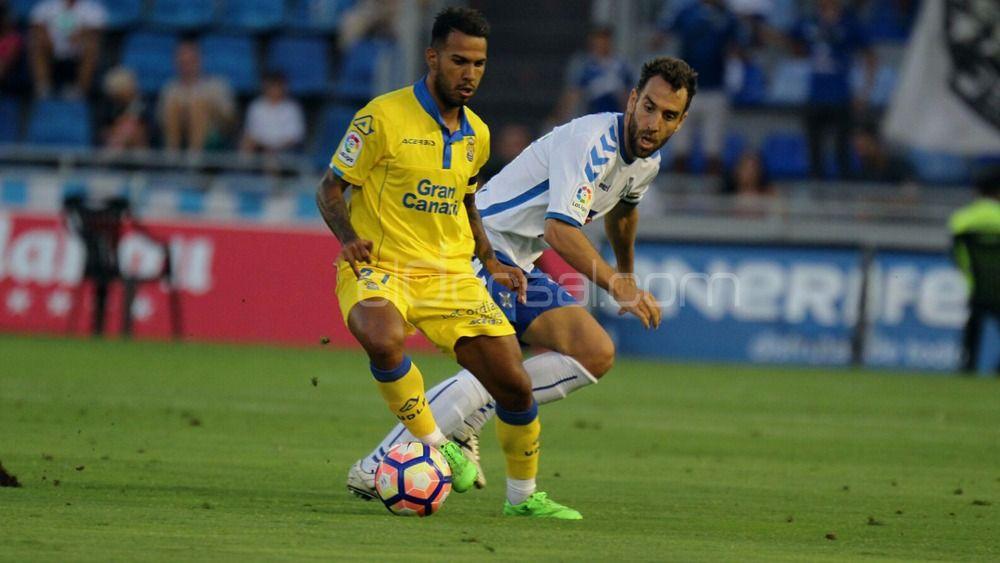 El CD Tenerife sube el nivel de la pretemporada recibiendo a la UD Las Palmas