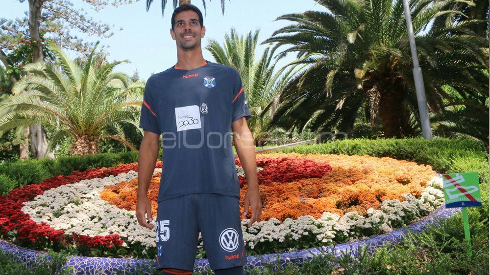 """Dani: """"Espero que estas equipaciones vengan de la mano de una gran temporada del CD Tenerife"""""""