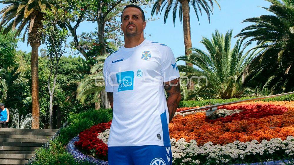 Vitolo, pilar fundamental en el centro del campo del CD Tenerife