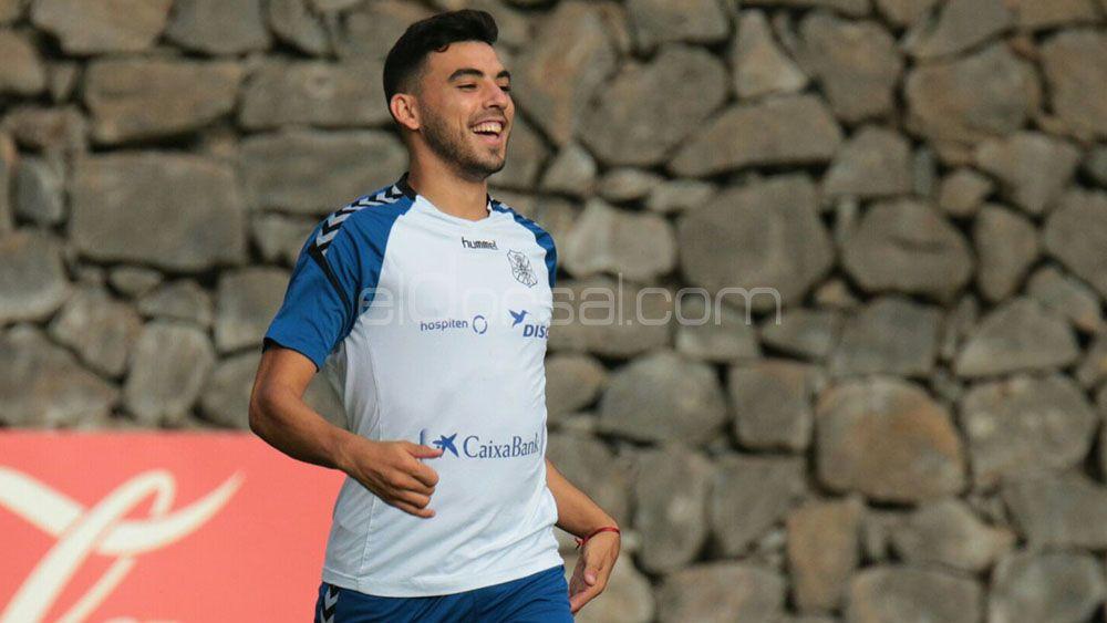 Nadjib vuelve a jugar con el primer equipo del CD Tenerife dos años después