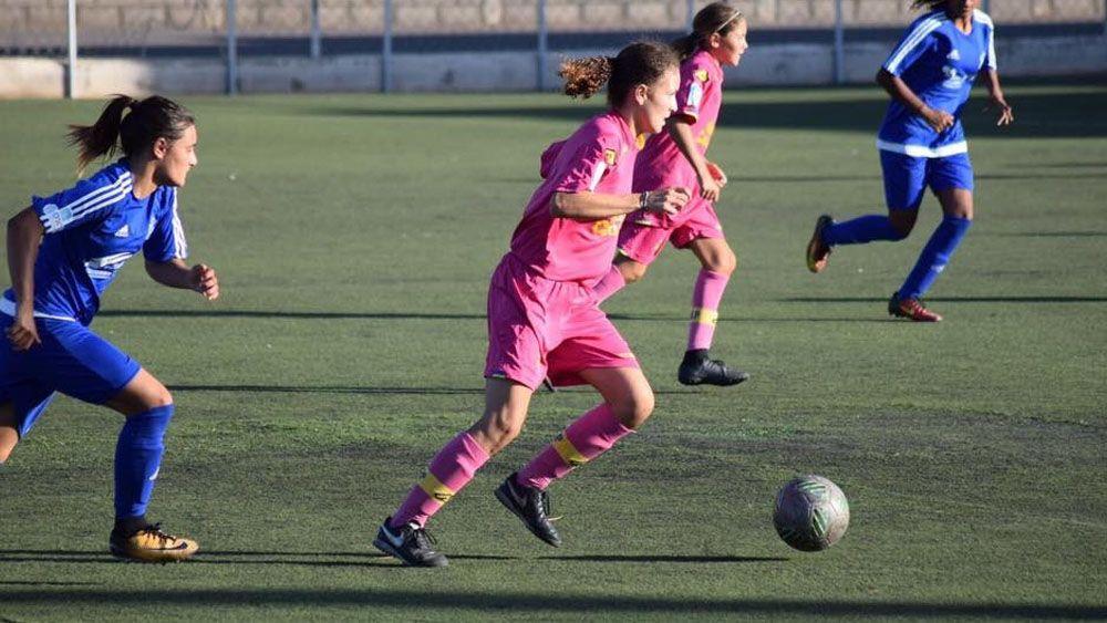 Golazo maradoniano de Adriana con la UD Las Palmas Llamoro