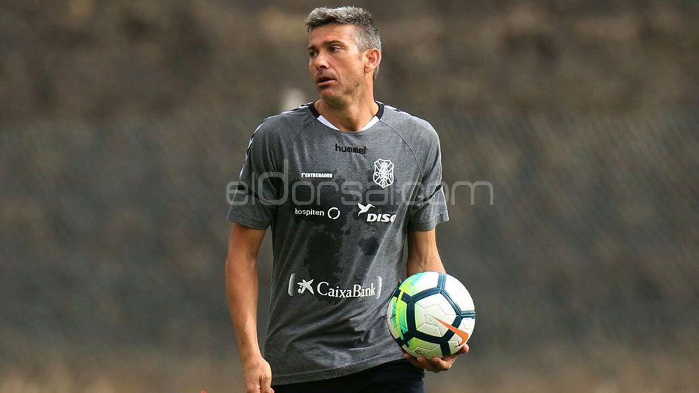 Martí cita a 21 jugadores para el doble compromiso ante el Córdoba