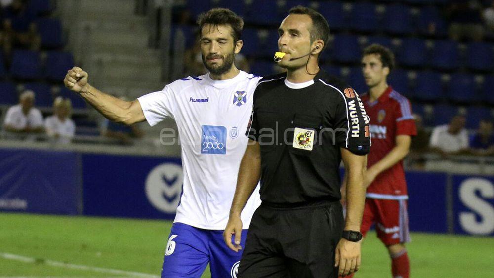Aitor Sanz renueva con el CD Tenerife