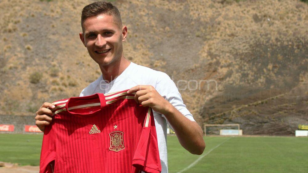 El central del CD Tenerife Jorge Sáenz vuelve a ser citado por la selección española sub-21