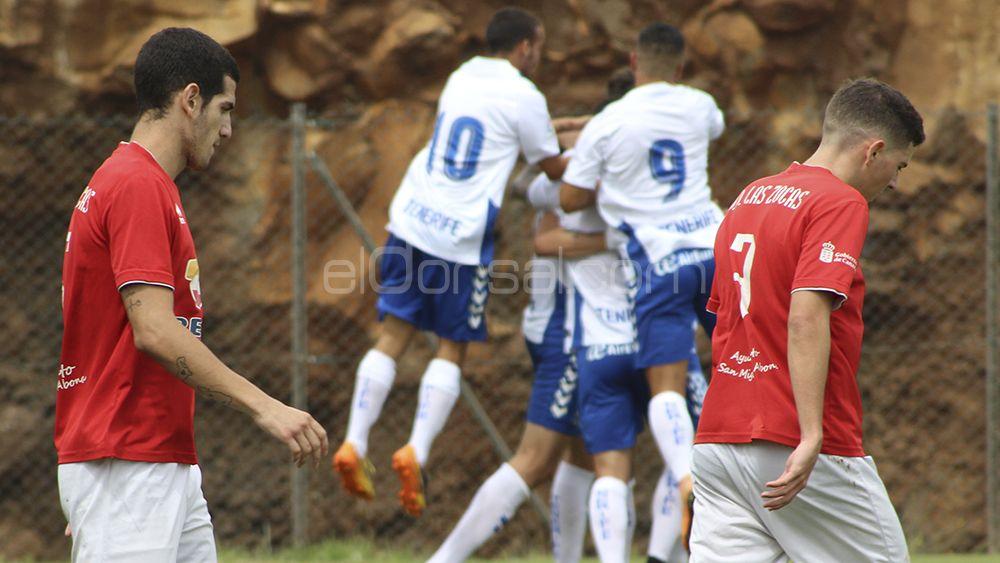 El CD Tenerife B golea a la UD Las Zocas y se afianza en el liderato de la Tercera Canaria