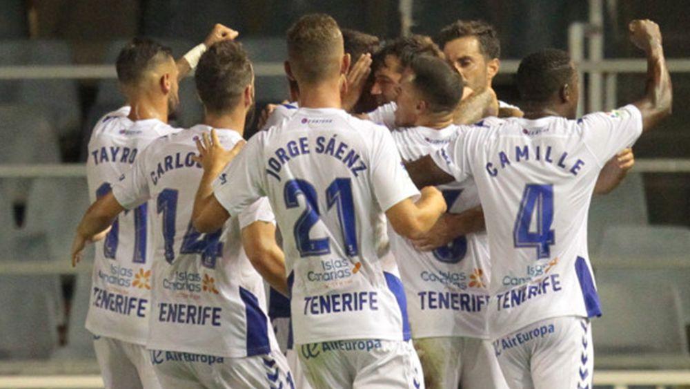 El CD Tenerife golea en el Mini Estadi y se pone líder