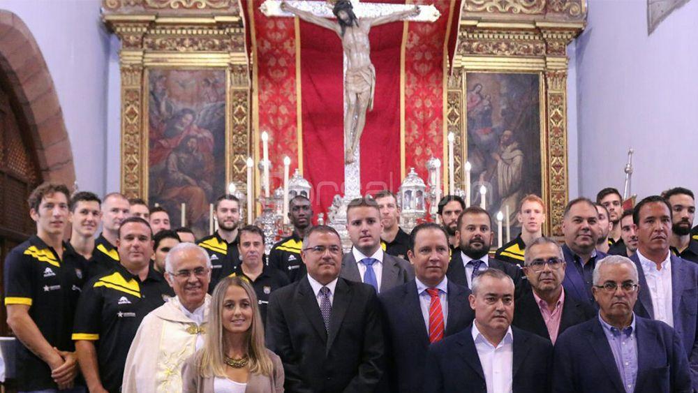 El Iberostar Tenerife cumple con la tradición antes del inicio de temporada
