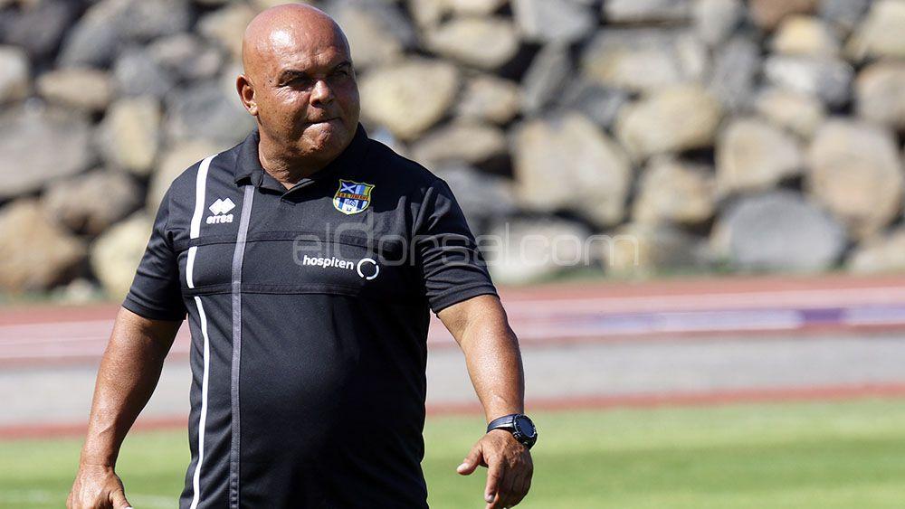El entrenador de la UDG Tenerife, ingresado de urgencia