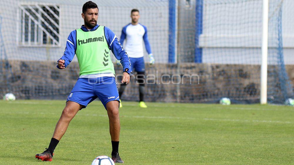 """Alberto: """"No me importa jugar de central o mediocentro, quiero ayudar al CD Tenerife a ganar"""""""