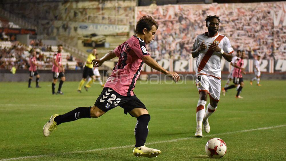 El CD Tenerife golea en Vallecas y avanza en la Copa del Rey