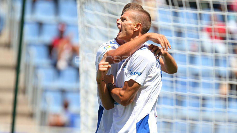 El CD Tenerife se mantiene en zona playoff tras empatar ante el Granada CF