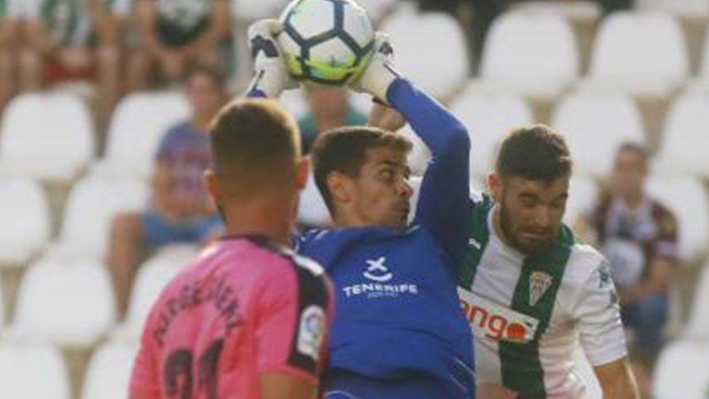 El penalti parado por Dani Hernández en el Córdoba-CD Tenerife
