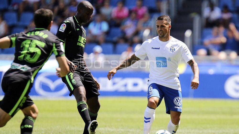 El CD Tenerife sacó a relucir sus carencias sin Vitolo en el once titular