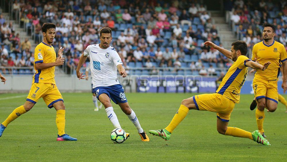 Juan Carlos Real, elegido mejor jugador del CD Tenerife ante la AD Alcorcón
