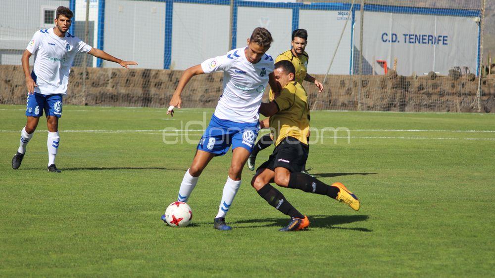 El CD Tenerife B mantiene el liderato de la Tercera Canaria tras empatar en Santa Brígida