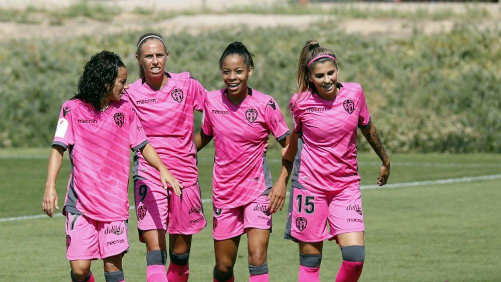 La tinerfeña Natalia Ramos anota su primer gol con el Levante