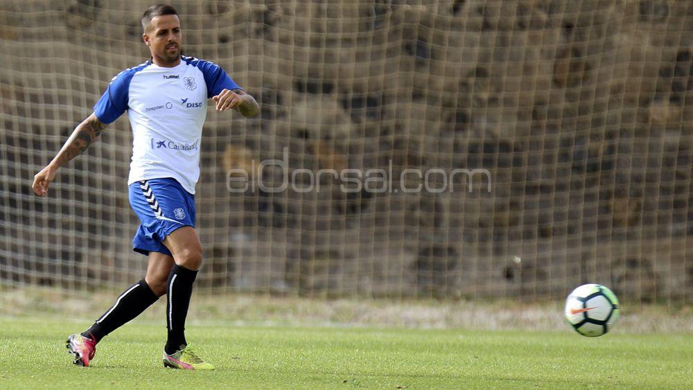 """Vitolo: """"No fue penalti, la derrota del CD Tenerife está marcada por un error arbitral"""""""