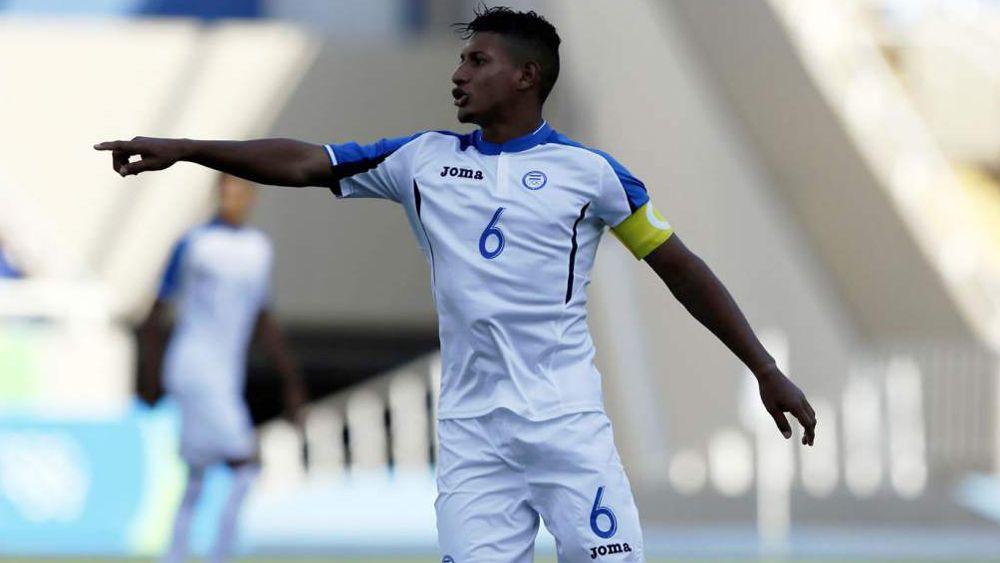 Bryan Acosta, titular con Honduras en un empate ante Costa Rica que sabe a derrota