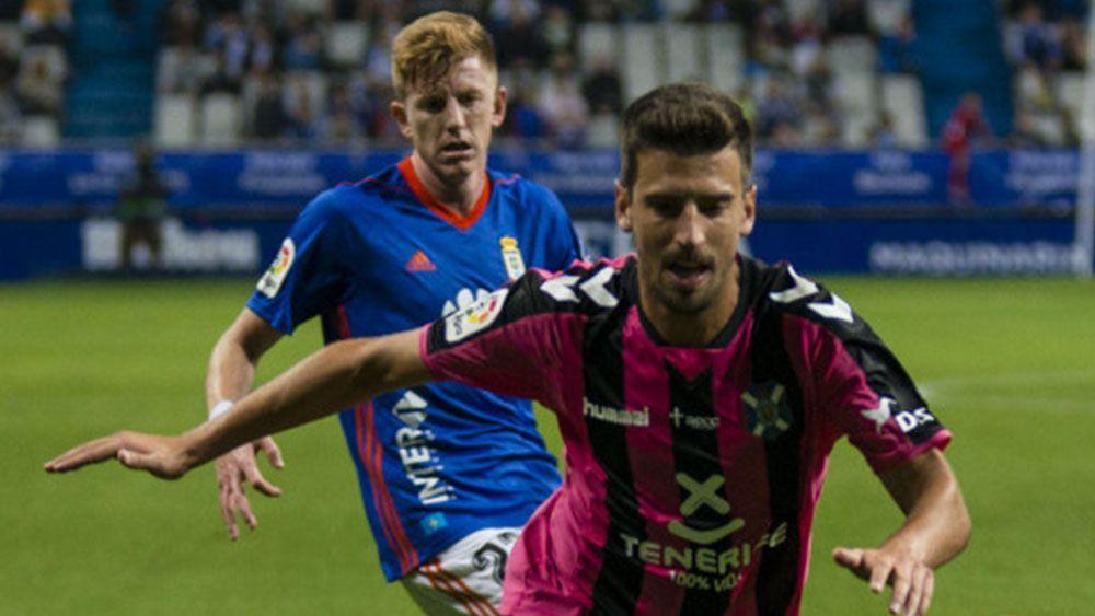 El CD Tenerife rescata un punto en el Carlos Tartiere