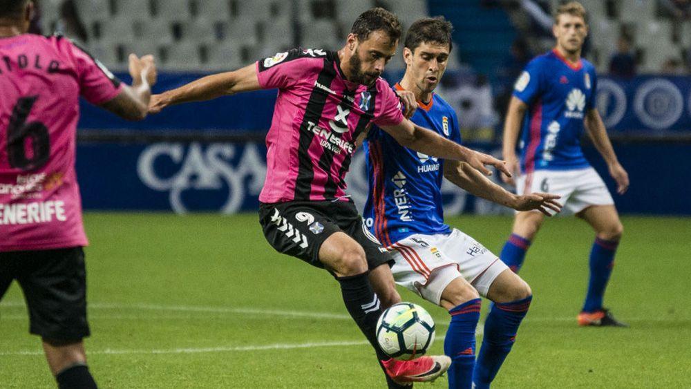 El CD Tenerife abandona la zona playoff tras empatar ante el Real Oviedo