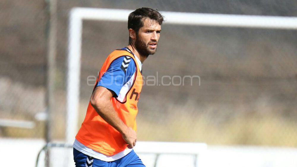"""Aitor Sanz: """"Cometí un error que penalizó al CD Tenerife, metí el pie y no debí hacerlo"""""""