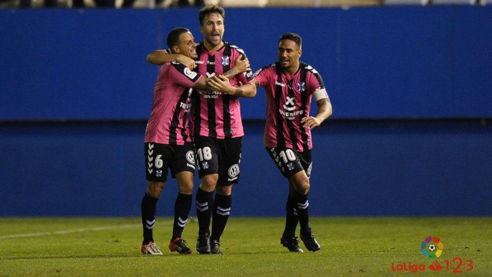 Los jugadores del CD Tenerife destacan la reacción del equipo
