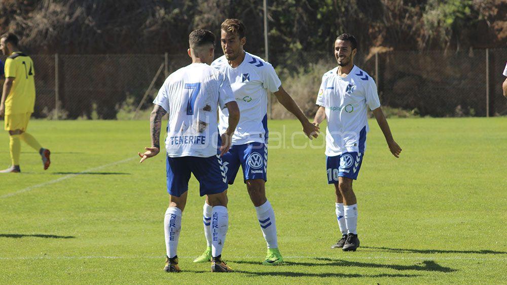 Denzell da tres puntos al CD Tenerife B frente al CD Vera