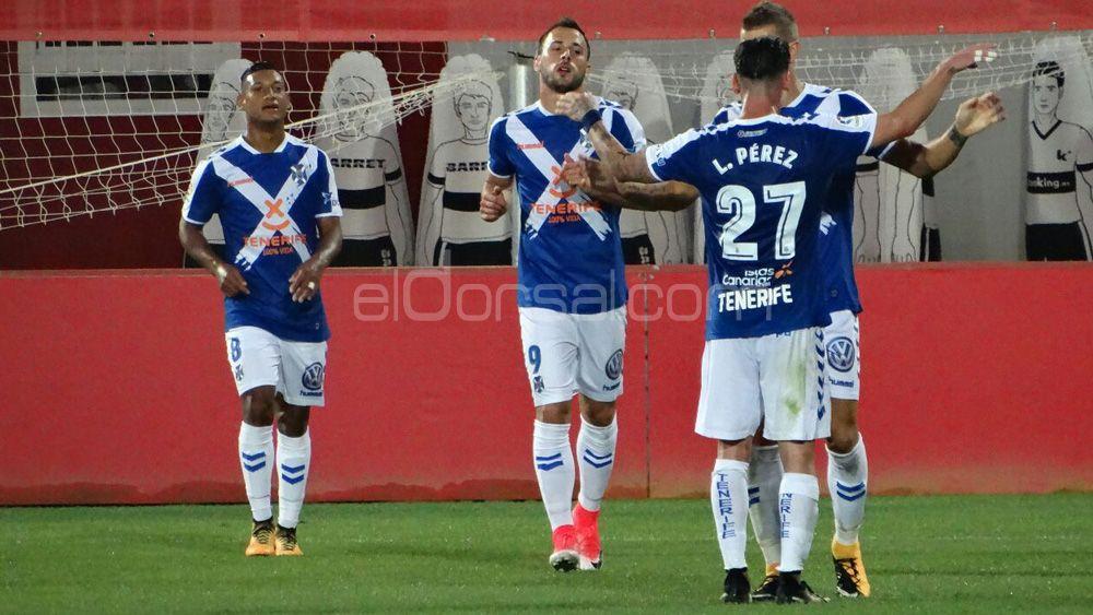 A domicilio, el CD Tenerife solo ha obtenido cuatro puntos menos que el mejor visitante, el CD Lugo