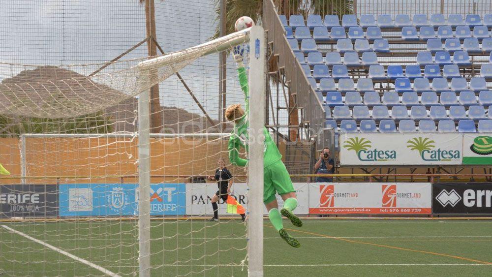 Buen y justo punto para la UDG Tenerife frente al Valencia CF