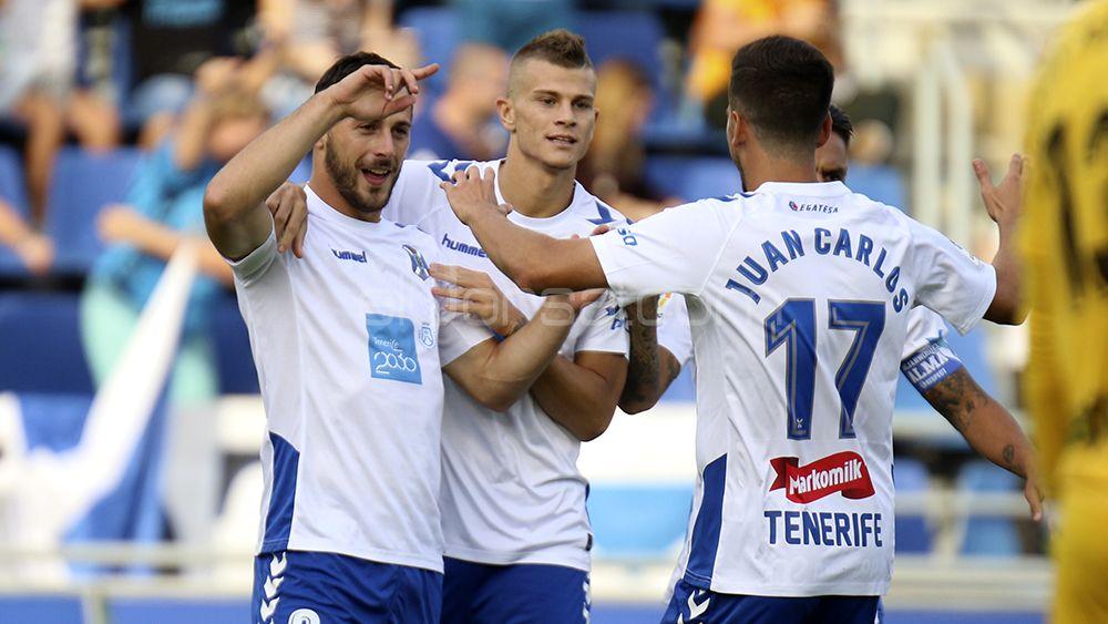 La afición del CD Tenerife jugaría con dos delanteros
